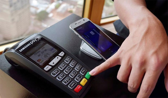 The Pros and Cons of Living in a Cashless Society