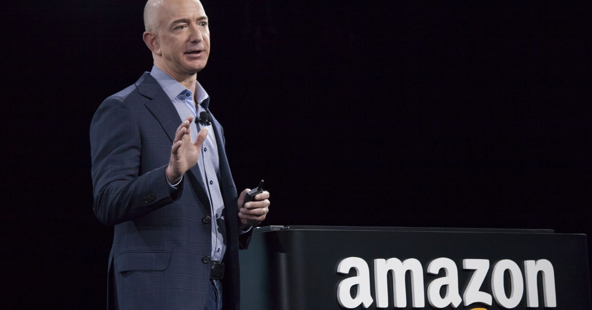 Amazon Increases Minimum Wage for US and UK Workers